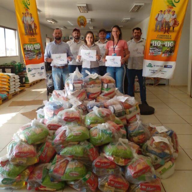 """COOPERAÇÃO PARA AJUDAR QUEM MAIS PRECISA 🤝  ✔ Nossa solidariedade faz a diferença para as pessoas que estão passando dificuldades. Durante o mês de agosto, as equipes da Cotribá estão distribuindo os alimentos arrecadados na campanha """"Julho da Cooperação"""", nos 26 municípios que sediam unidades da cooperativa. Em um mês de campanha, foram arrecadados 10.745 quilos de alimentos não perecíveis, o que representa aproximadamente R$50 mil reais em alimentos.  🍞🥘🍲🍜🥪  Cada unidade da Cotribá realiza a distribuição dos alimentos conforme a demanda e a realidade de cada município: para as Secretarias de Assistência Social ou diretamente para entidades beneficentes e famílias necessitadas.  Esta ação demonstra o quando a nossa cooperação faz a diferença. Nosso agradecimento a todos que contribuíram com a doação de alimentos. 👏🙌🙏  #Cotribá #Cooperação #solidariedade #diac #cooperativa #cooperativismo #alimentos"""